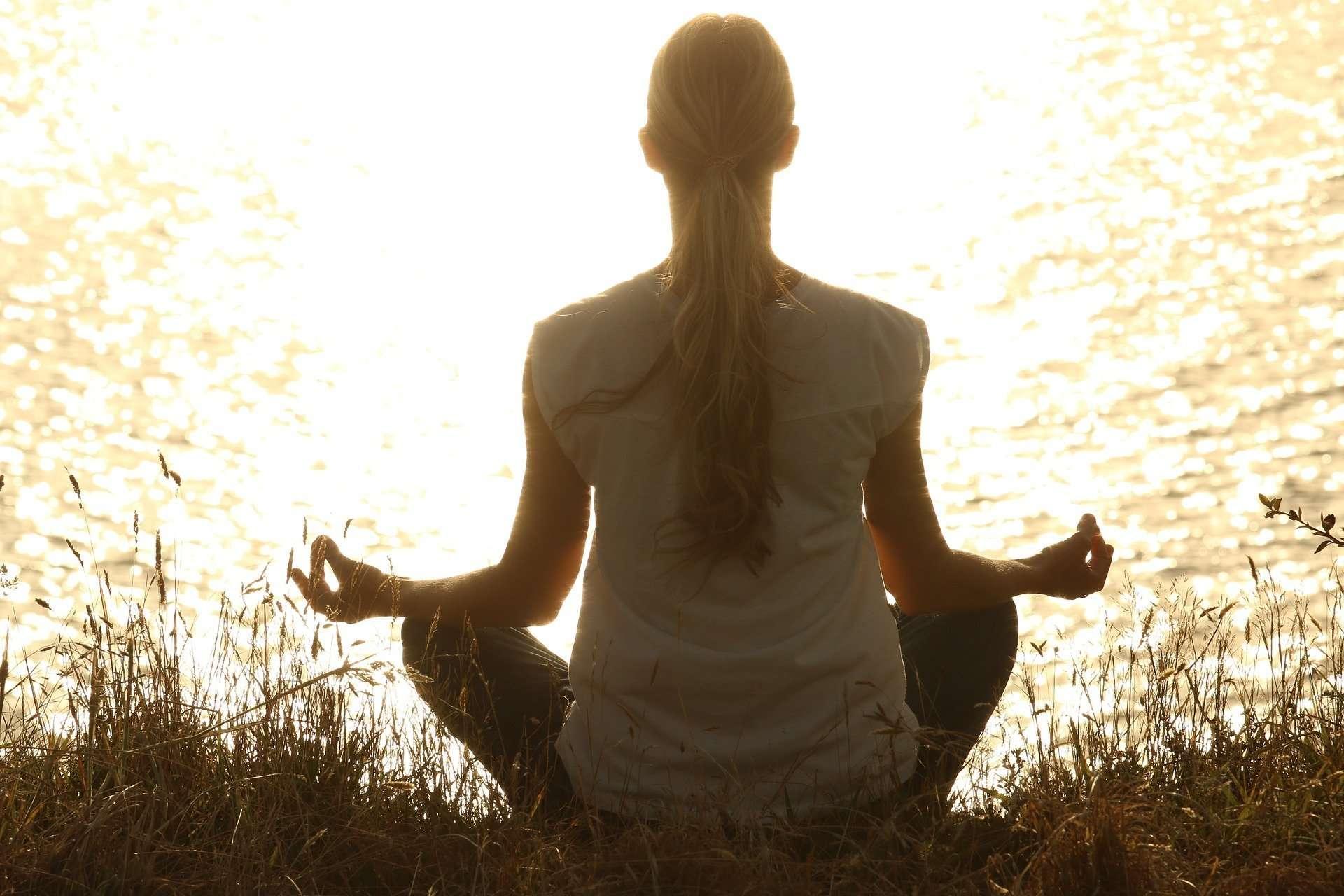 meditate-1851165_1920 (1)